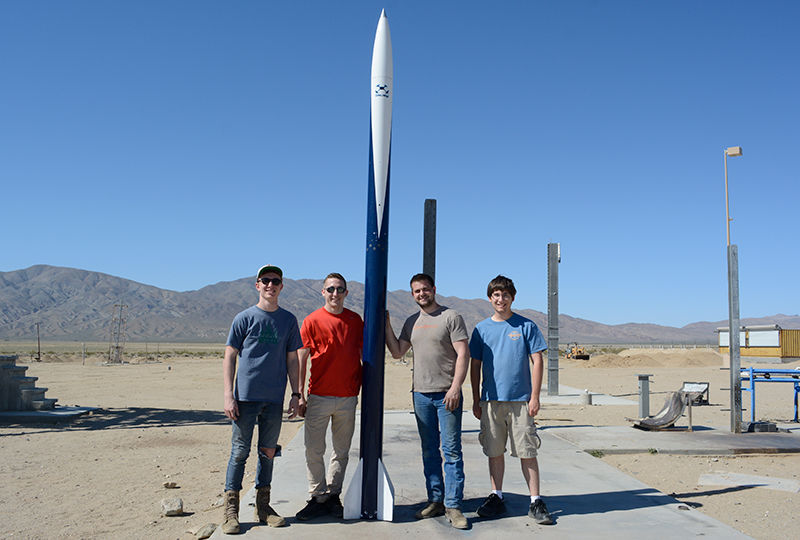 Odhner leads team of engineering students to Mojave Desert to launch